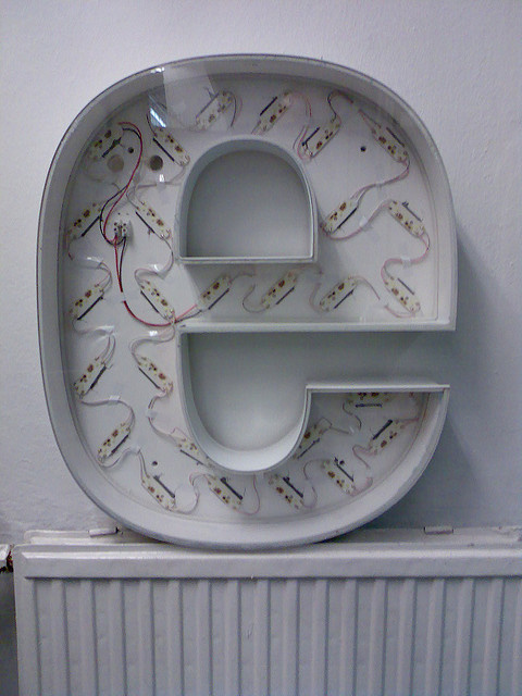 buchstaben letter museum vintage type e neon #lettering #typography #vintage #signage #neon