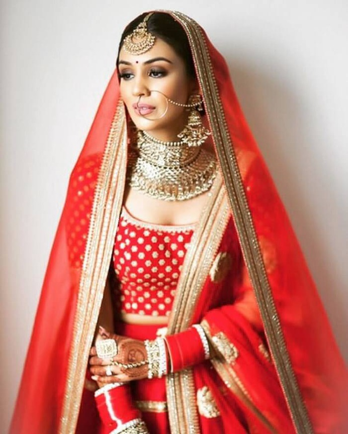 Nude lips with just a hint of dark eye-shadow make this bride look super gorgeous.