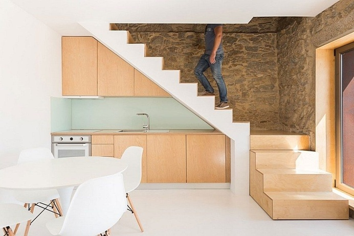 Portuguese Traditional House Adapted by Paulo Martins for Weekend Getaways 7