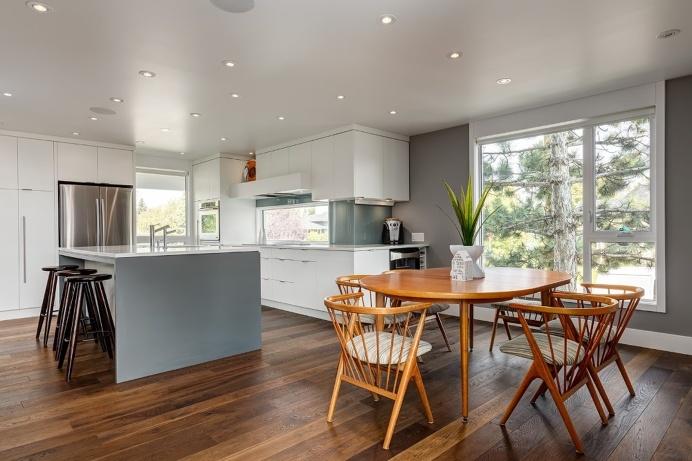 Beautiful 2-Storey Home