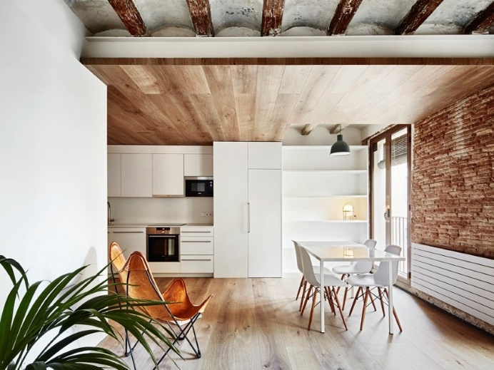 modern décor combined with original wooden beams
