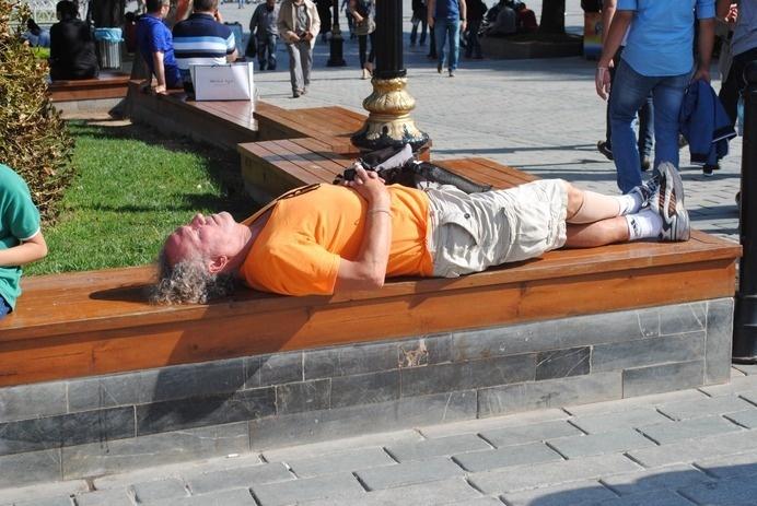 Wall-B World Wild • Istanbul, September 2014 #tourist #sleep #bench #walby #istanbul #snooze #david #wall-b