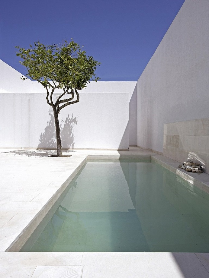 Walled patio and pool. Gaspar House by Alberto Campo Baeza. #pool