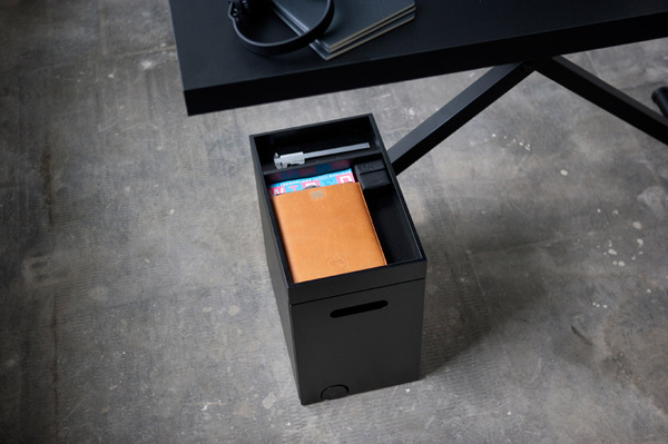 KiBiSi's Xtable is adjusted by hand crank #storage