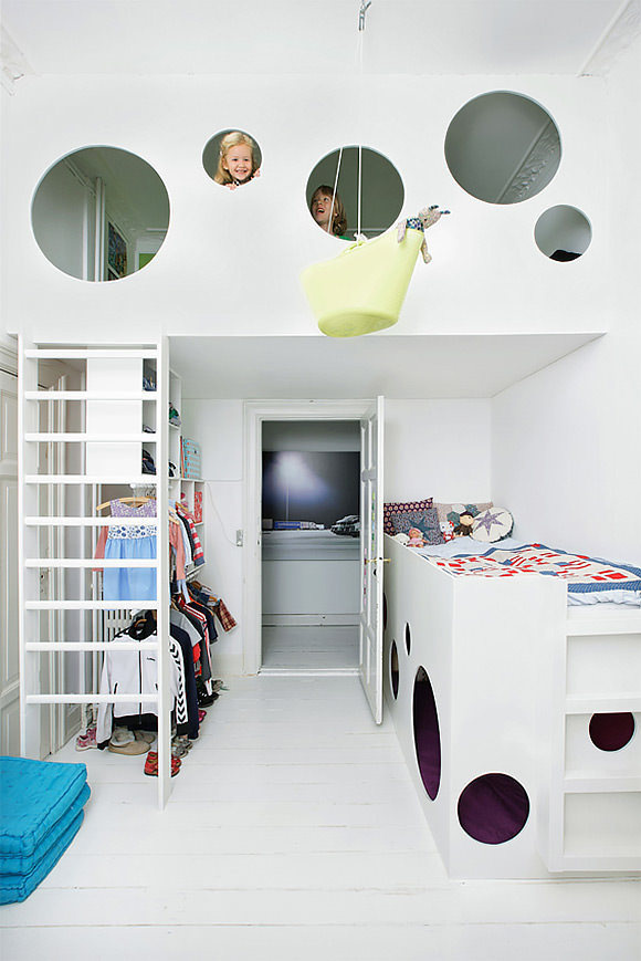 A suspended bunk bed in a kid's room cleverly designed for a small space #interior #design #decor #deco #decoration