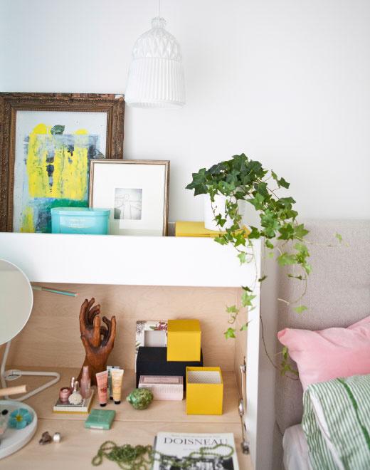Cheerful hints in quiet bedroom
