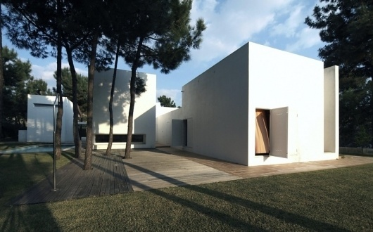 Architecture Photography: House in Tróia / Jorge Mealha - House in Tróia / Jorge Mealha (91090) – ArchDaily #white #house #in #troia #mealha #architecture #minimal #jorge