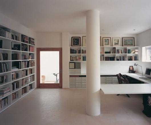 up_270311_11 » CONTEMPORIST #interior #urban #house #architects #private #books #architecture #chyutin