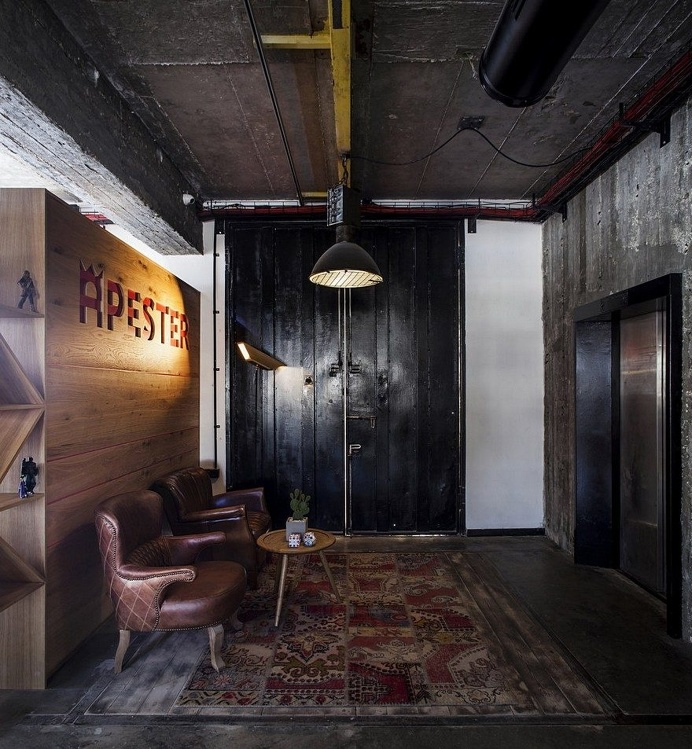 Unconventional Office Space by Roy David Studio