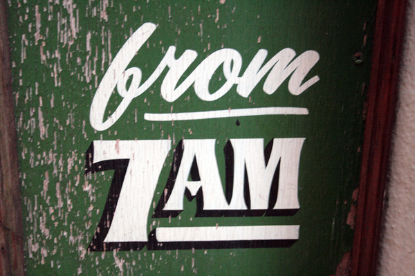 http://www.vernaculartypography.com/files/gimgs/51_mwvernacular typographygb120.jpg #sign painting