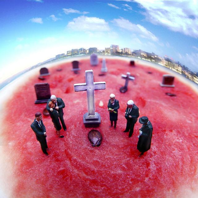 Miniature Worlds With Food – Fubiz™ #photography #miniature world #scale #miniature #food #melon