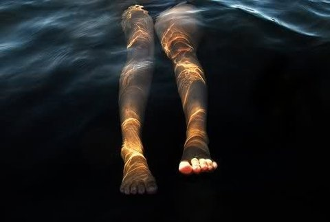 THE DAY AFTER YOU DIE #sun #water #legs #toes #underwater