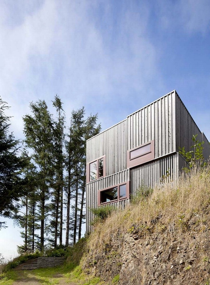 Neskowin Beach House Designed Like a Box of Cedar, Hemlock and Stone 2
