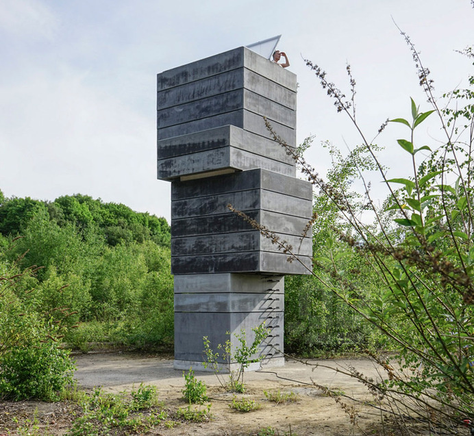 modulorbeat stacks concrete frames to create a one man sauna #sauna