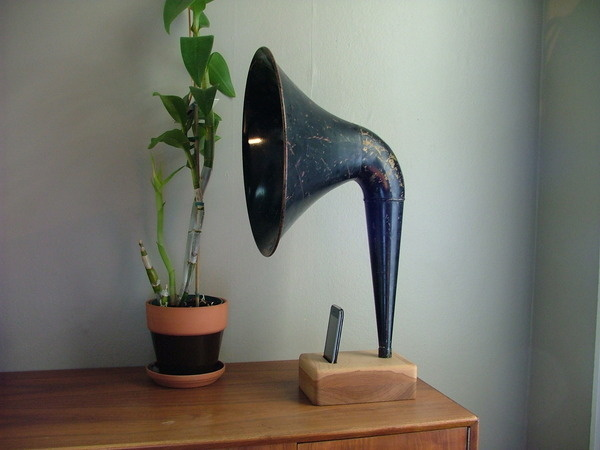 iPhone Horn by Matt Richmond at Coroflot.com #stuff #cool