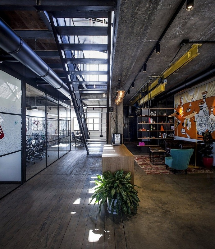 Unconventional Office Space by Roy David Studio 11