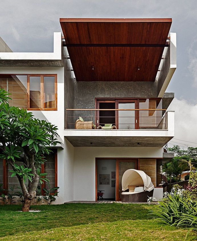 This Bangalore House Featuring Mid-Century Classics Furniture and Contemporary Art 5