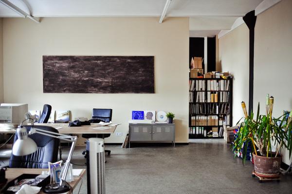 Freunde von Freunden — Marcel Knopf — DJ und Produzent bei Mo's Ferry Records, Kreuzberg, Berlin — http://www.freundevonfreunden.com/ #home #matte #decor #painting