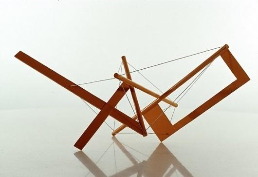 Google Image Result for http://www.trip.net/~bobwb/snelson/yellow_long_prong_1967.jpg #ken #sculpture #synergy #design #snelson #art #engineer