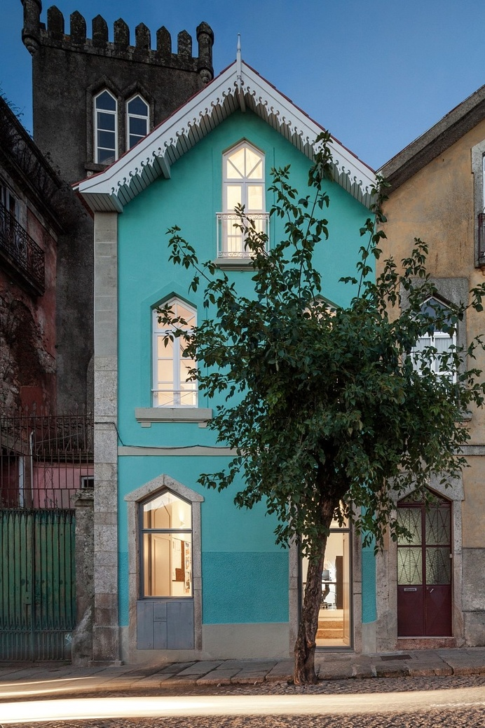 Three Cusps Chalet by Tiago do Vale Architects / Portugal