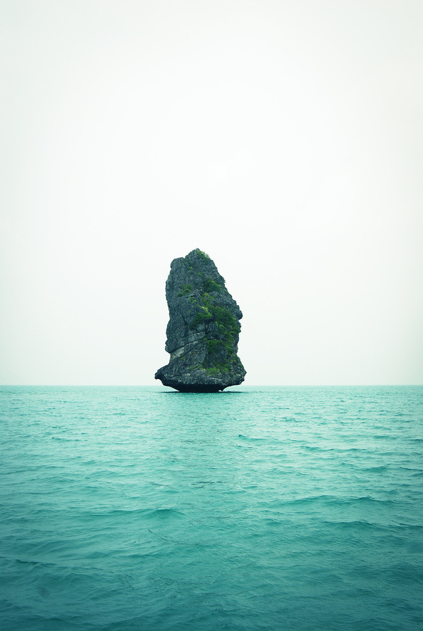 touchdisky:Ang Thong National Park,Thailand by re.mo #ocean #water #rock #island #floating #photography #sea #lone #alone