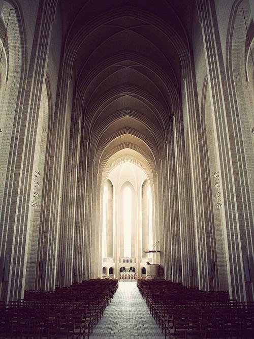 ◌ The Struggle #church #arch
