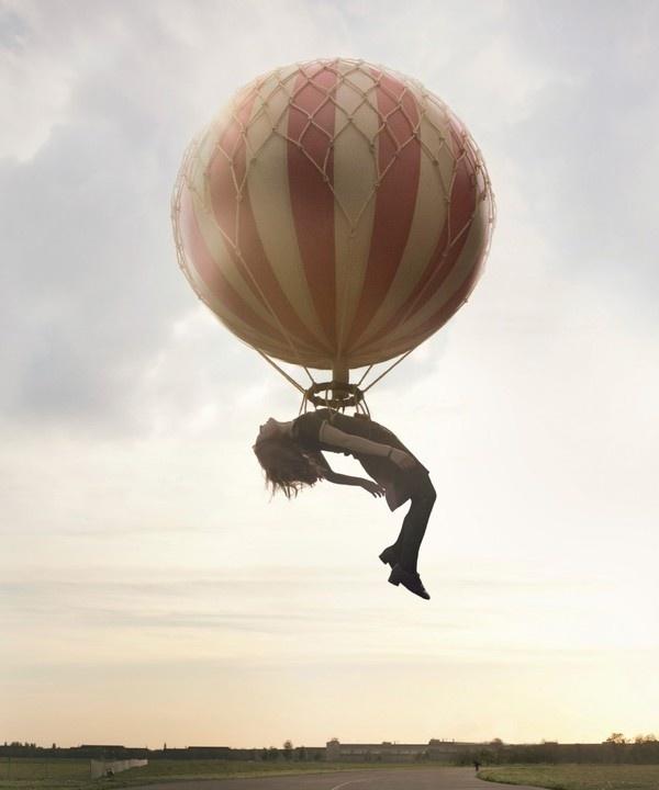 Maia Flore #photo #dream #sleep #photomanipulation #floating #balloon