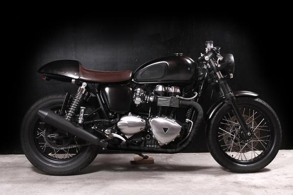 Triumph Thruxton Doomrider #machine #racer #cafe #triumph #motorcycle