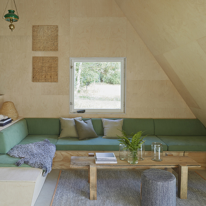 Summer house with triangular profile Leo Qvarsebo - HomeWorldDesign (3) #retreat #sweden #architecture #summer