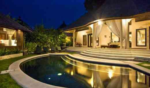 Luxury 2 bedroom villas 3329 is a managed compound of three self-contained private villas where each unit is individually gated and set within a tropical garden complete with its own pool.