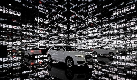 raum_4_f-800x472.jpg (JPEG-Grafik, 800x472 Pixel) #inspiration #saudi #white #black #kms #mirror #car