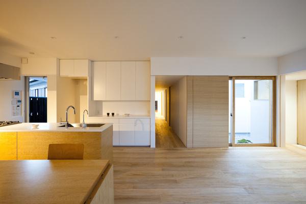 Shiiki Building by Atelier Tekuto #modern #design #minimalism #minimal #leibal #minimalist