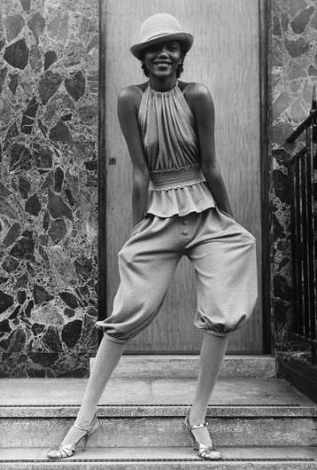 • Sixties + Seventies fashion pictures gallery years 60s 70s • Galleria immagini anni sessanta e settanta #fashion