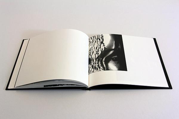 La faccia marcata #white #scratch #negative #photo #book #black #karen #belton #marcata #and #faccia #editorial #libro