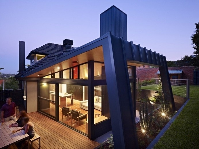 Untamed Geometry Showcased by Modern House Exterior in Melbourne #architecture #modern