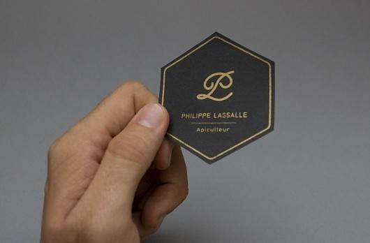 Ivan Rodéo Rodriguez • Designer graphique indépendant• Graphiste indépendant • freelance • photographe #philippe #miel #branding #honey