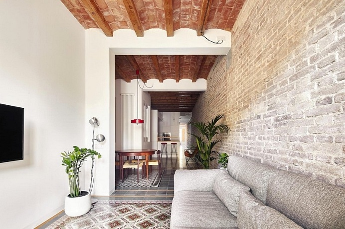 Refurbishment of a 27m Long Flat in the Eixample Quarter of Barcelona