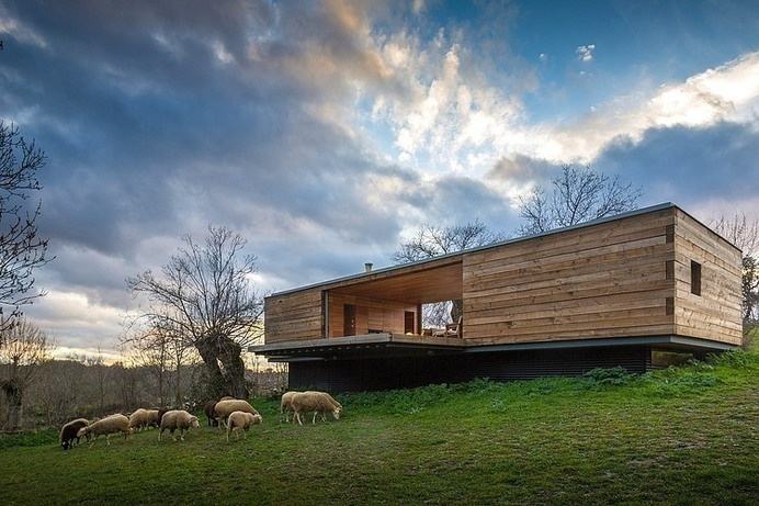 B House by ch+qs arquitectos inspired by the fields with yellow flowers - HomeWorldDesign (1) #spain #architecture #house #green