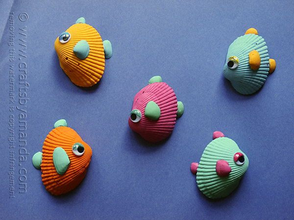 What a fun summer craft idea for making tropical seashell fish craft with all those shells collected from the beach. #diy #fish #sea