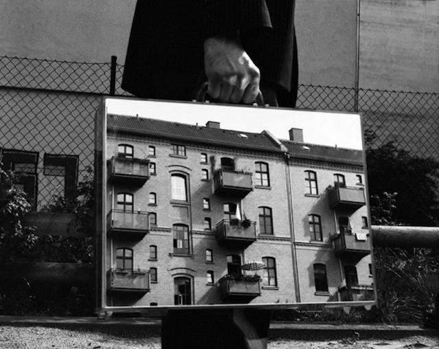 The Mirror Suitcase Man – Fubiz™ #mirror #suitcase