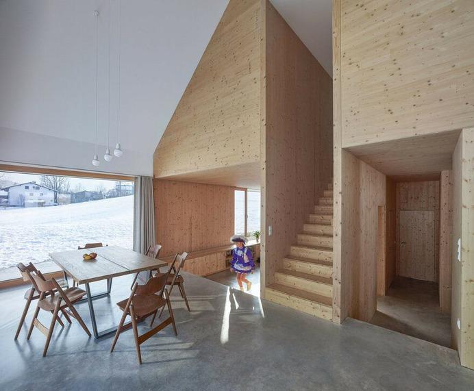 Timber House with Gable / mia2/Architektur