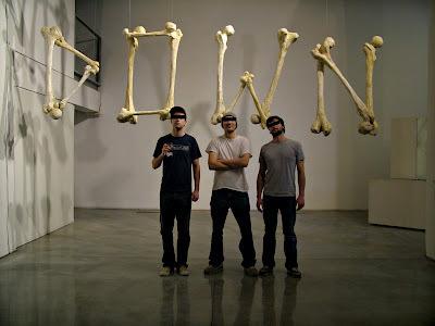 http://3.bp.blogspot.com/__J5LEiGp54I/Rb_rjjmvhNI/AAAAAAAAAYU/i9cL3N1Q53U/s400/Slow-Down-2.jpg #display #exhibition #type #bones #typography