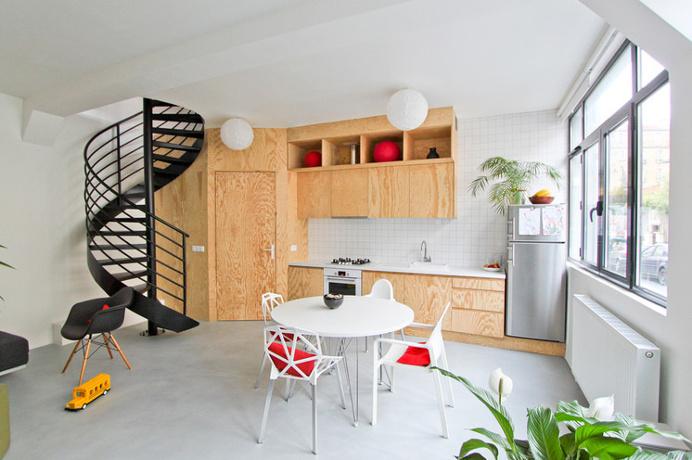 Cucina: legno e piastrelle